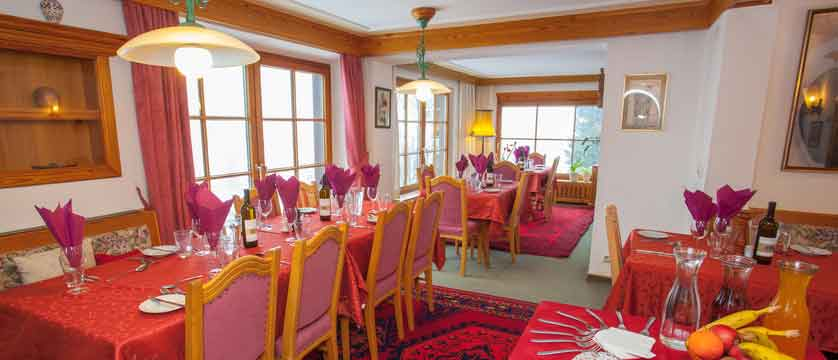 Austria_St-anton_Chalet-Alpenheim_Dining_room_2.jpg